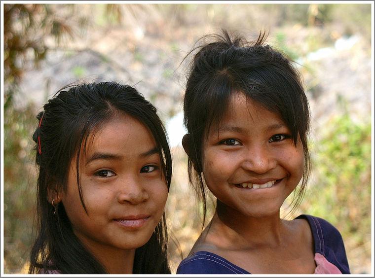 Sourire_jeunes_filles_nb_2