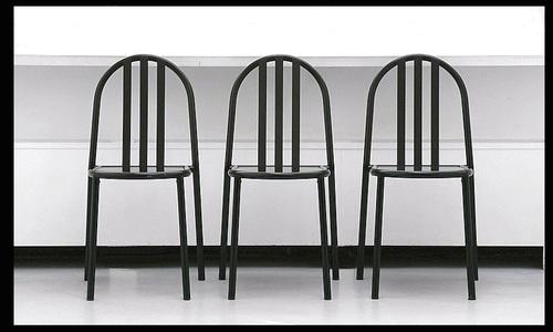 Trois_chaises_2